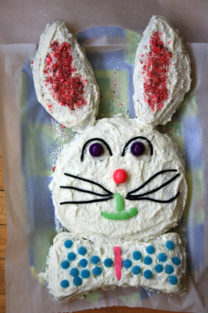 "Easter Bunny cake with ""how-to"" pattern"