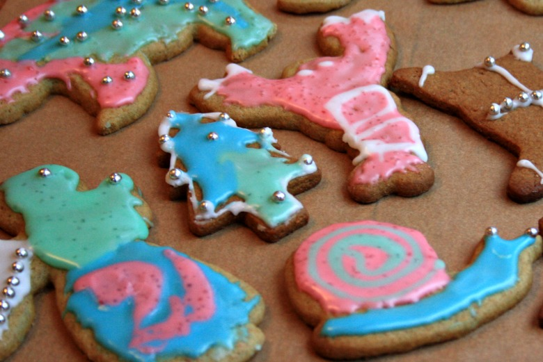 Christmas crafts for kids: Painting cookies with tinted frosting ...