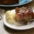 Gâteau surprise à la rhubarbe