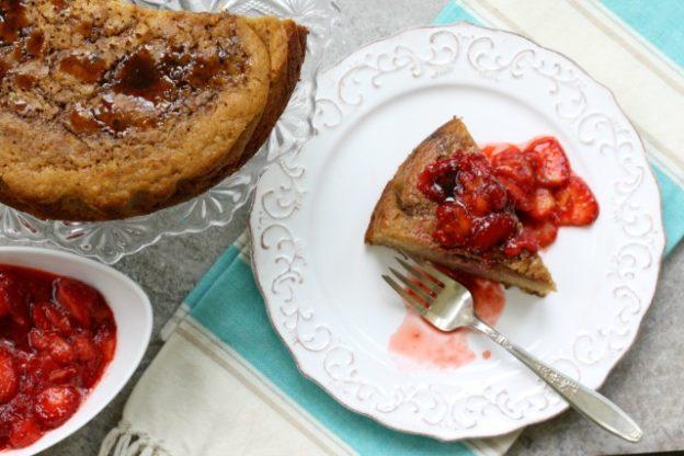 Voila, votre nouveau dessert d'ete. Ce gâteau pain de maïs convient à tous de vos fruits d'été préférée, de la compote de rhubarbe aux fraises,...