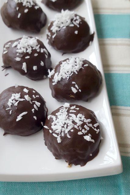 Poufs de noix de coco au chocolat noir
