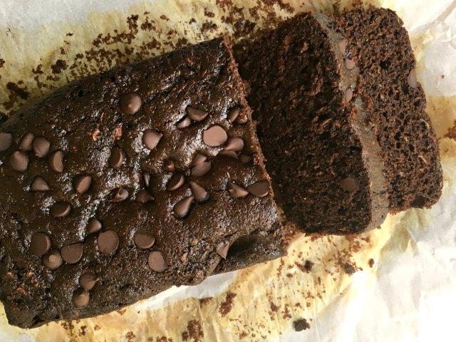 Pain de blé entier aux courgettes double chocolat vu de haut