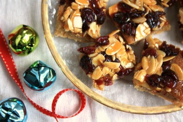 Barres festives aux canneberges et amandes