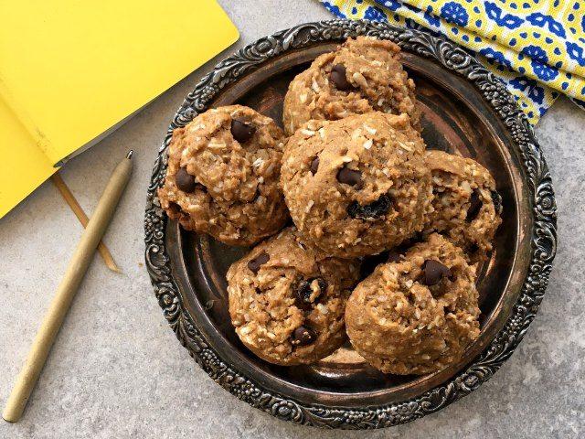 Biscuits énergisants dans une assiette
