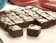 Brownies aux patates douces sans gluten, glaçage au riche chocolat