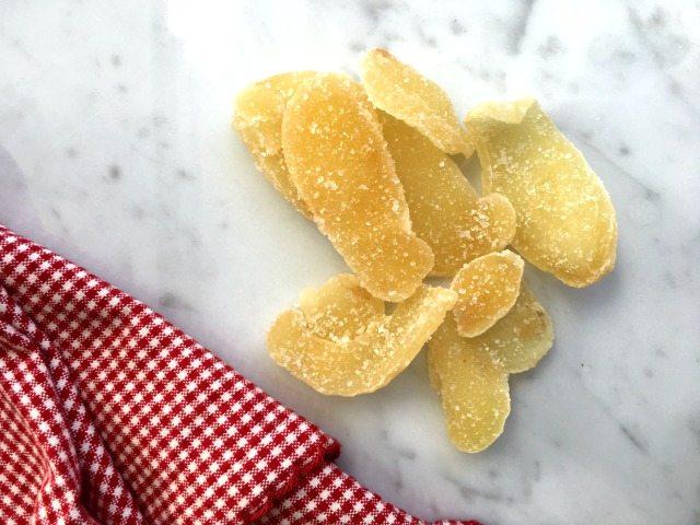 gingembre confits avec linge rouge