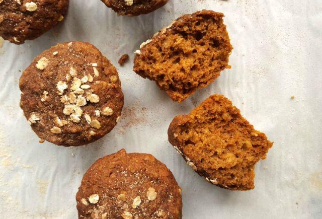Muffins à la citrouille, aux flocons d'avoine et à la mélasse