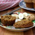 Muffins aux bananes et graines de lin: Grâce aux bananes, à la compote de pommes et à la mélasse, ces muffins sans gluten sont moelleux sans être grumeleux.