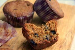 Muffins-denses-et-épicés-au-gingembre-et-à-la-mélasse