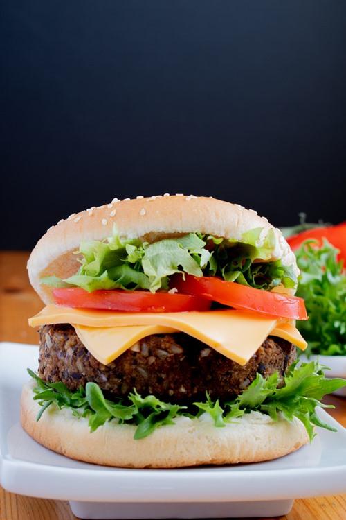 hamburger vegetarien avec fond noir