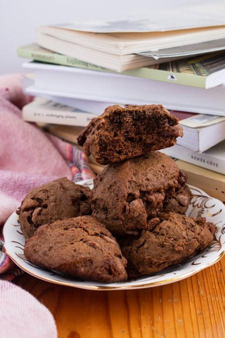 biscuits au chocolat dans une assiette