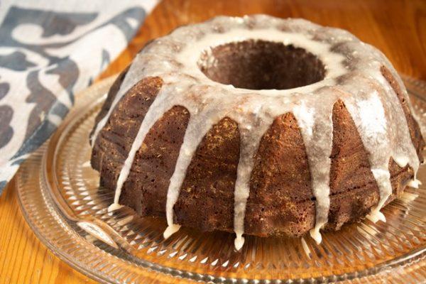 Gâteau Bundt au pain d'épices à l'orange avec glacage